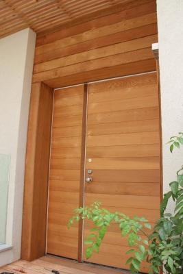 חיפוי דלת בעץ סידר