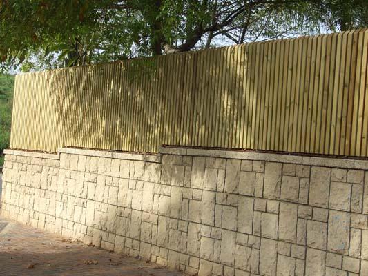 סרגלי עץ אורן אנכיים