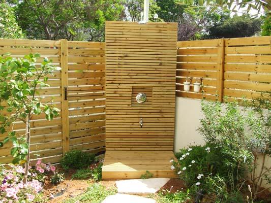 מקלחון מעץ אורן