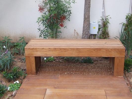 ספסל מעץ טיק