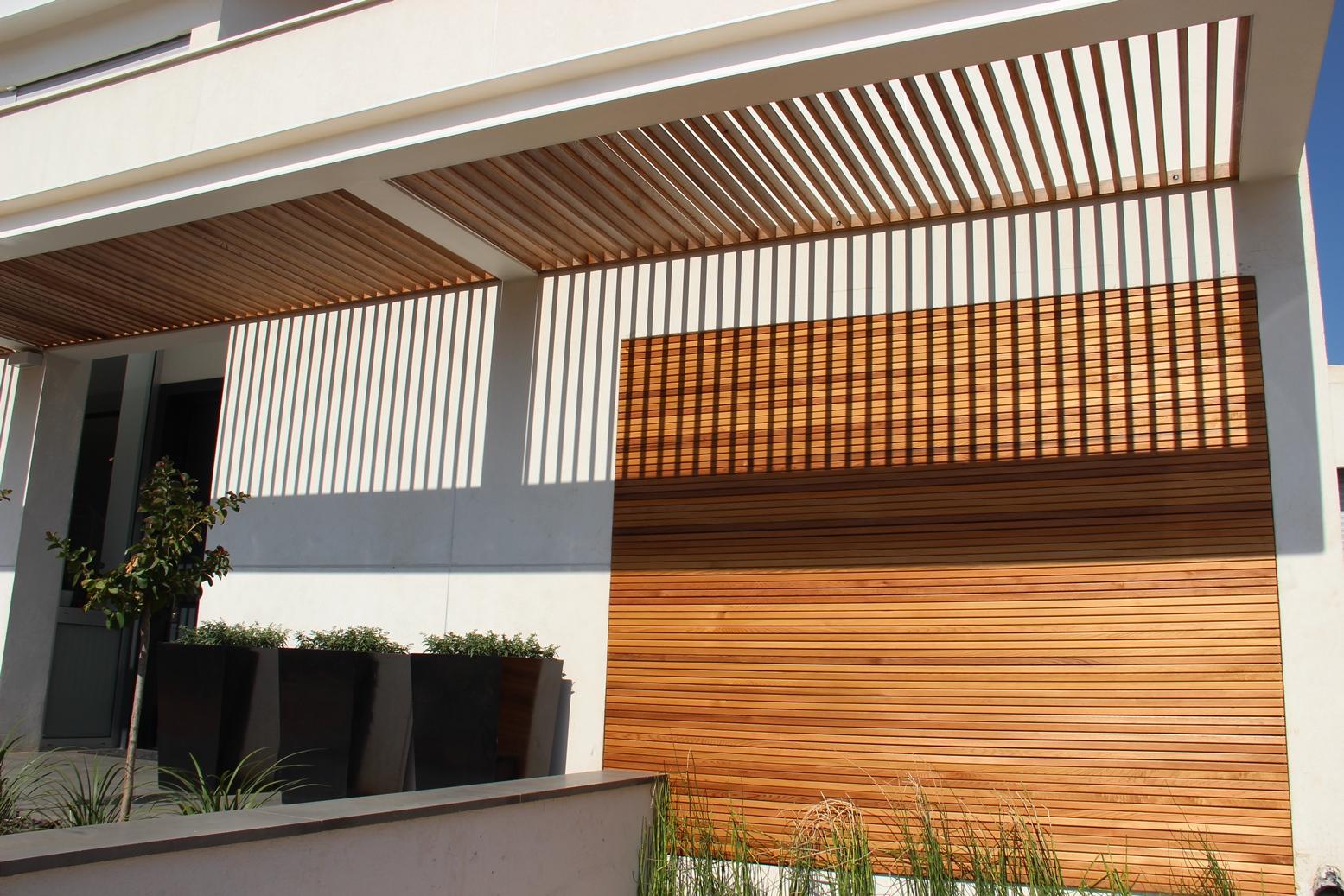 חיפוי קירות חיצוניות באלומיניום דמוי עץ