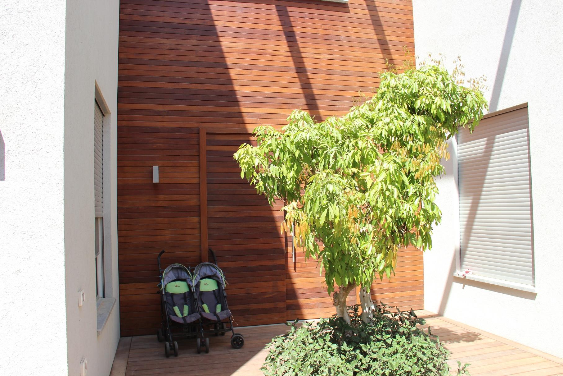חיפוי קיר בעץ איפאה