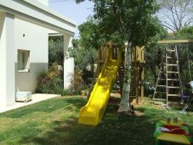 מגלשה בחצר
