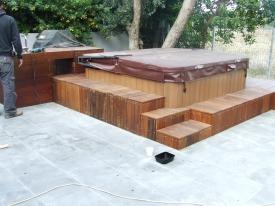 חיפוי ומדרגות עץ לגקוזי